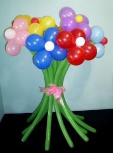 zvety iz sharov svoimi rukami 222x300 Цветы из шаров своими руками